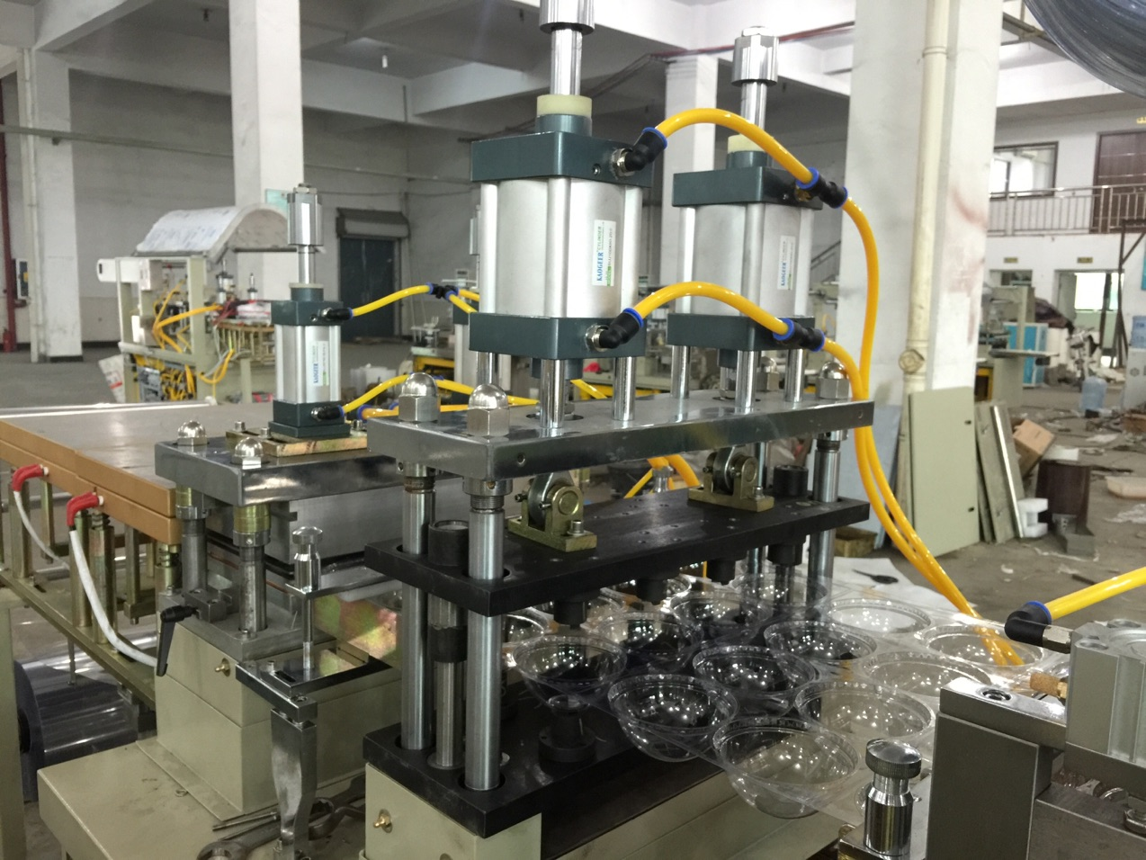 Servomotor Controlled PET Dome Cup Lid Making Machine/thermoforming machine